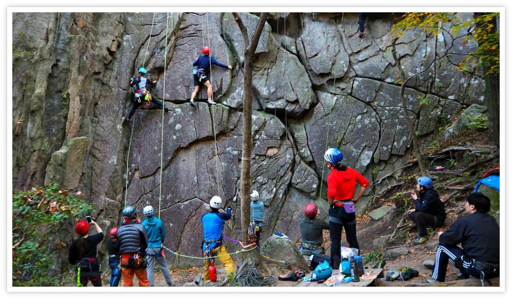 bukhansan-mountain-climbing