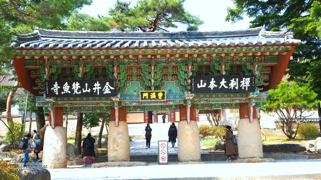 beomeosa-temple-jogyemun