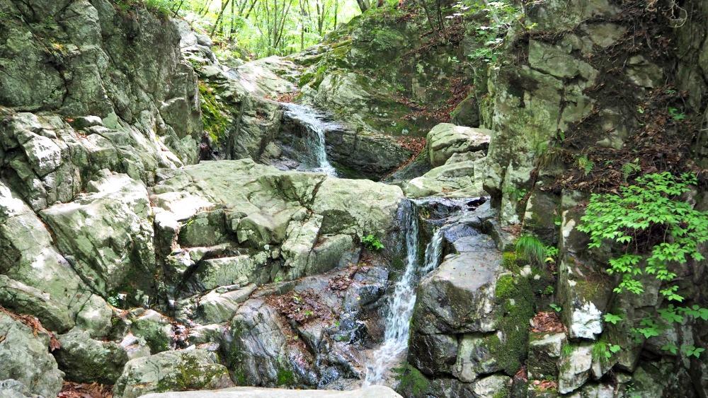 chiaksan-national-park-seryeom-falls