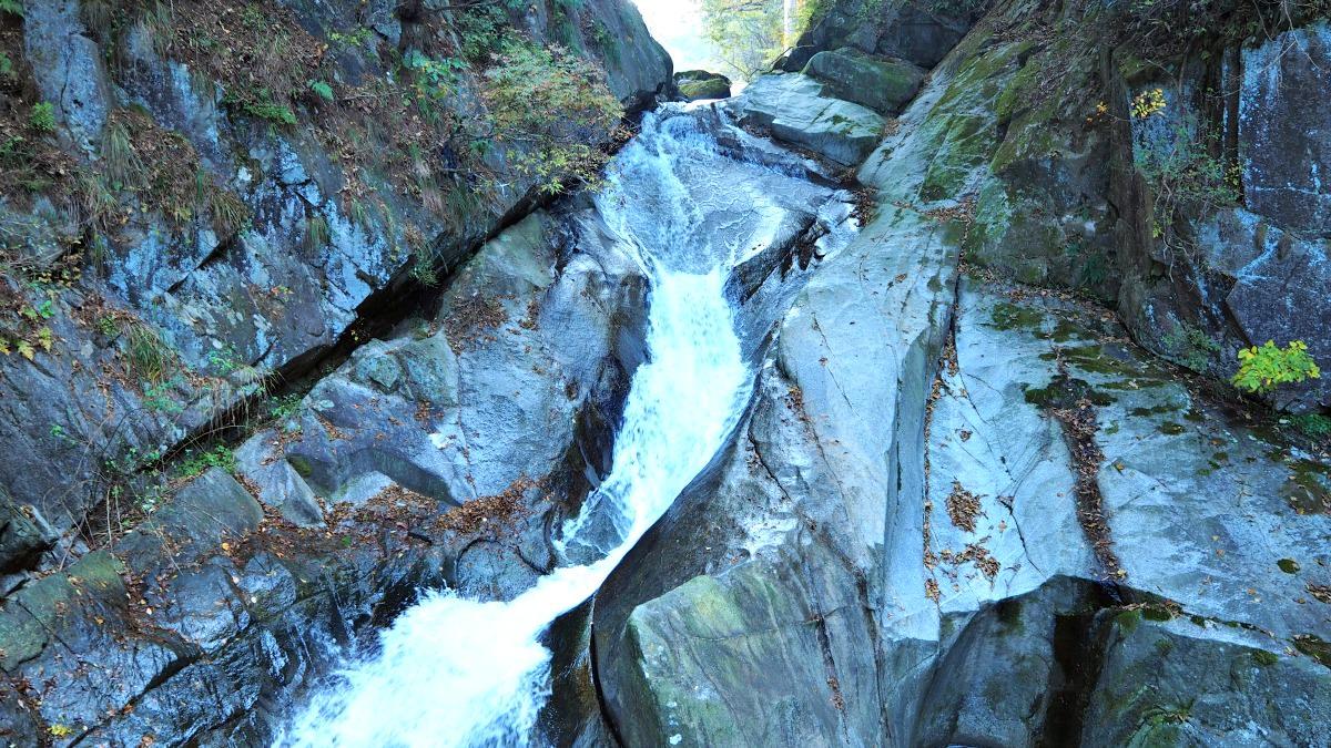 guryong-falls