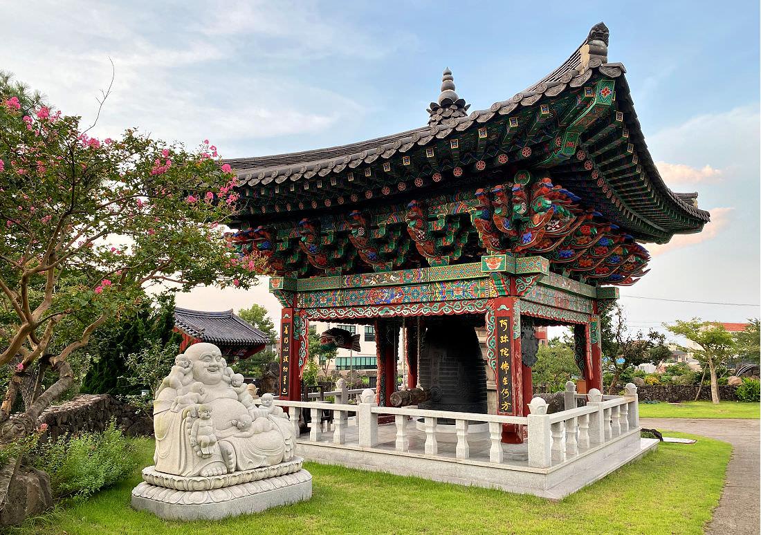jeju-gwaneumjungsa-temple-bell