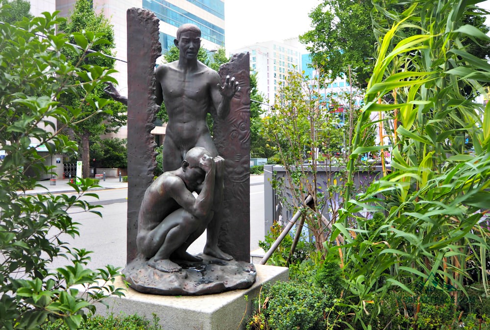 gwangju-democracy-movement-statue