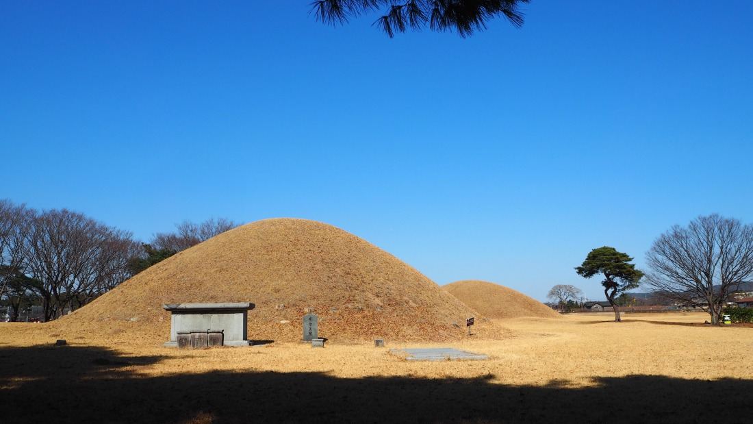gyeongju-ancient-tombs