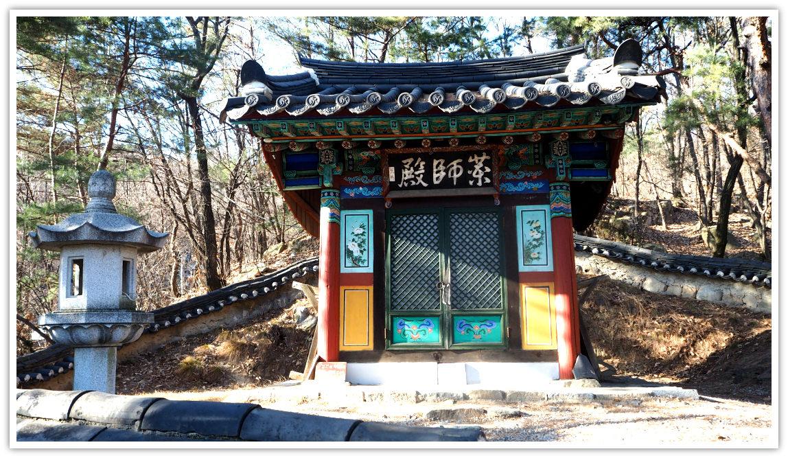 hangnimsa-temple-yaksajeon-hall