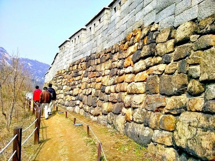 inwangsan-mountain-walls