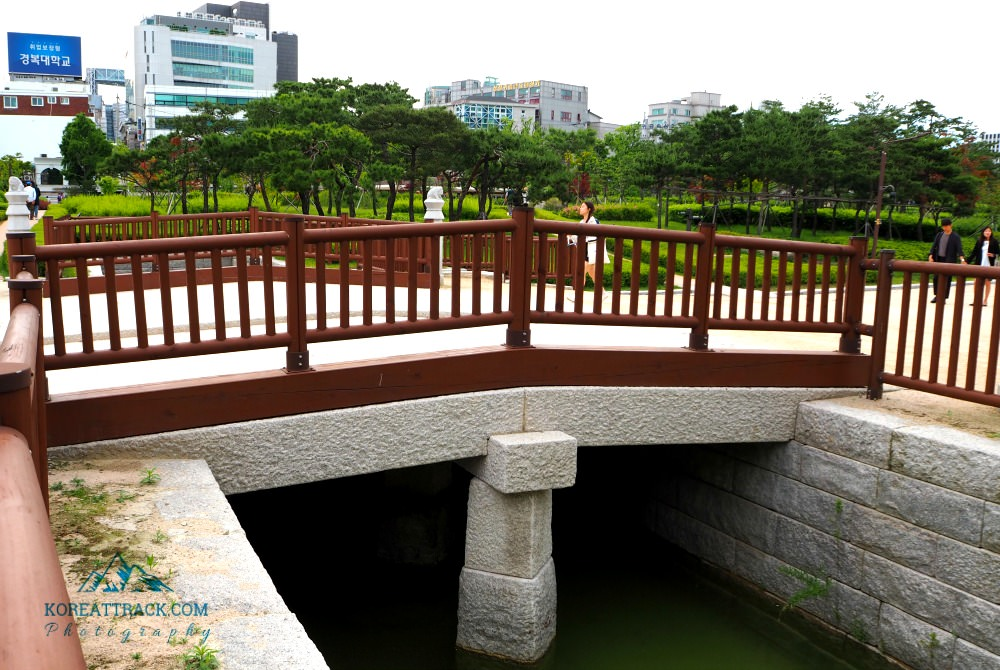 jongmyo-shrine-bridge