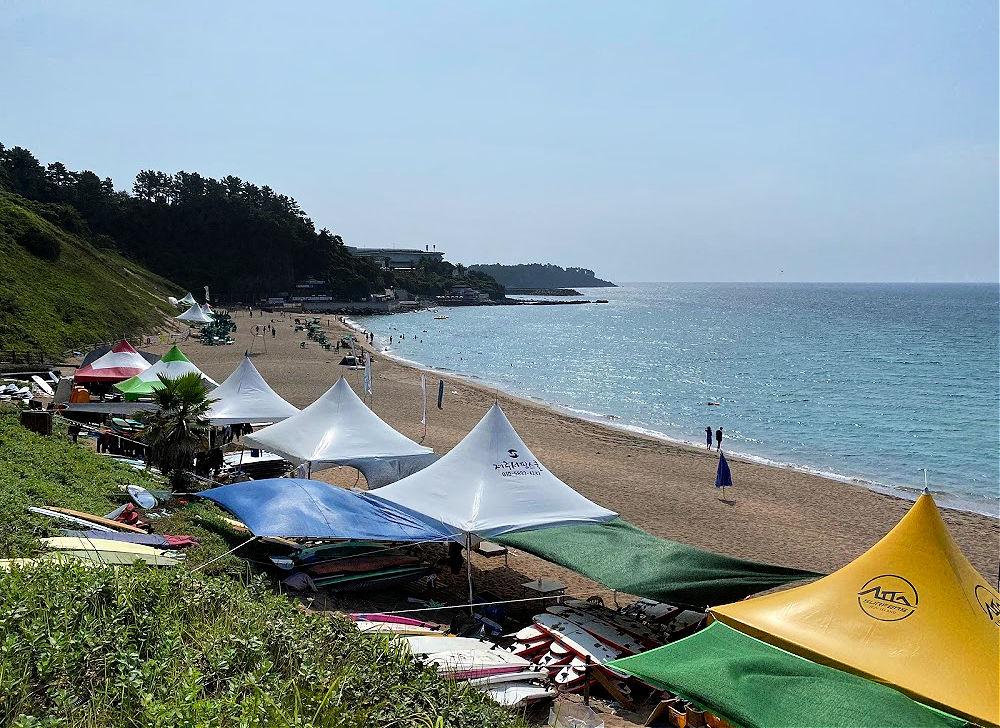 jungmun-saekdal-beach-tents