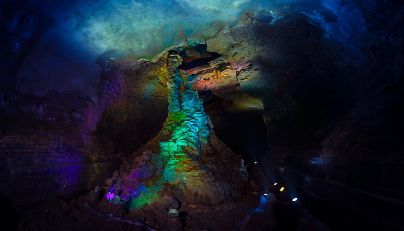 manjanggul-cave
