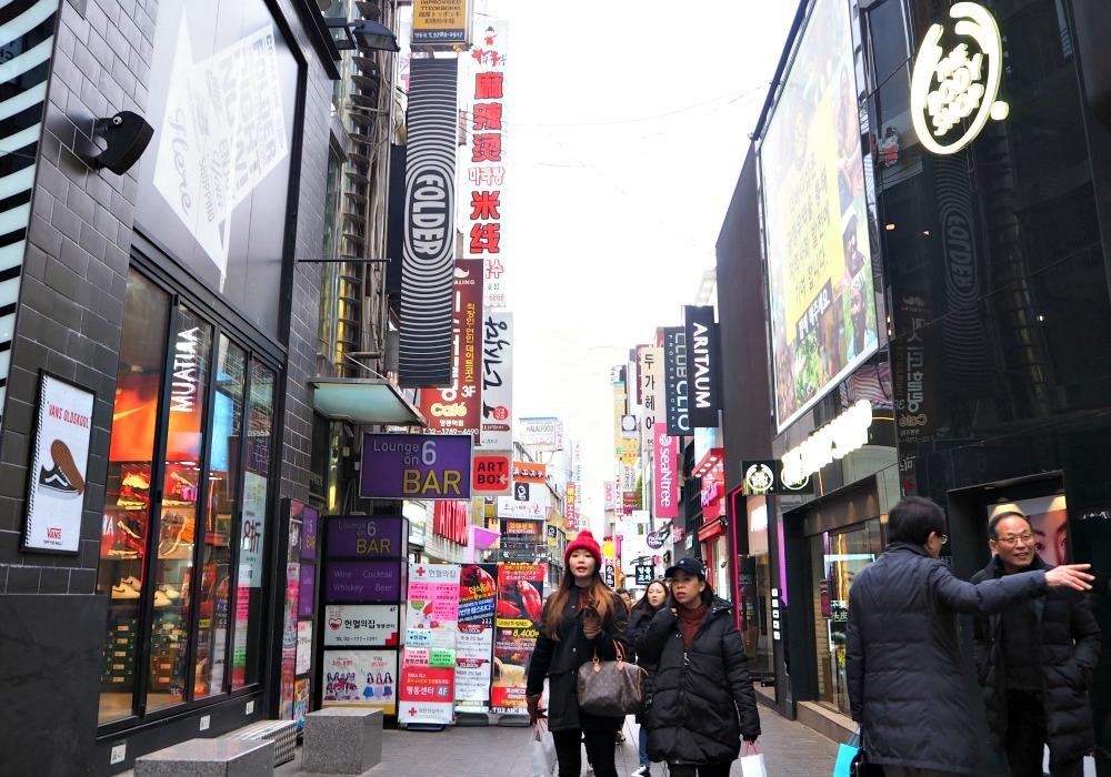 seoul-shopping-centers-myeongdong