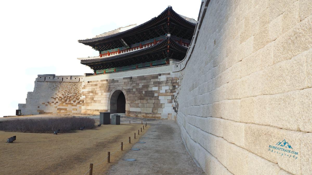 sungnyemun-gate-wall