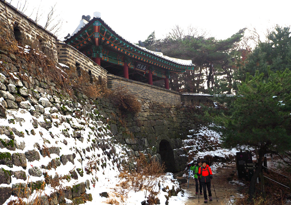 namhan-mountain-fortress-west-gate