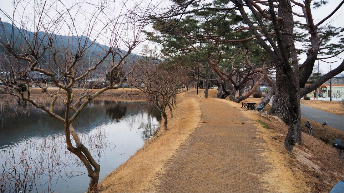 seochulji-pond