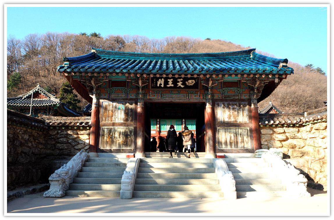 shinheungsa-temple-seoraksan