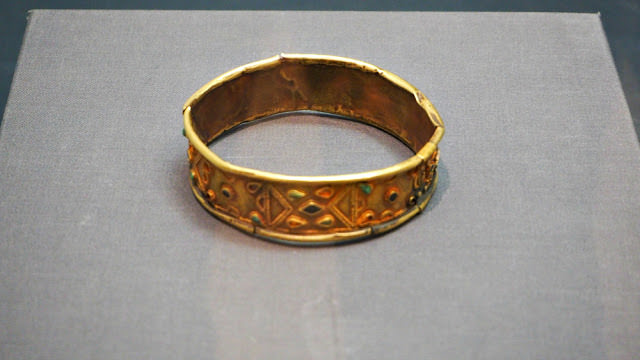 silla-kingdom-gold-armlet