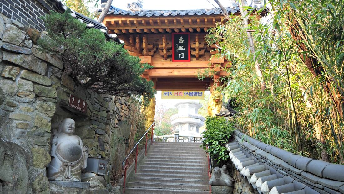 haedong-yonggungsa-temple-entrance