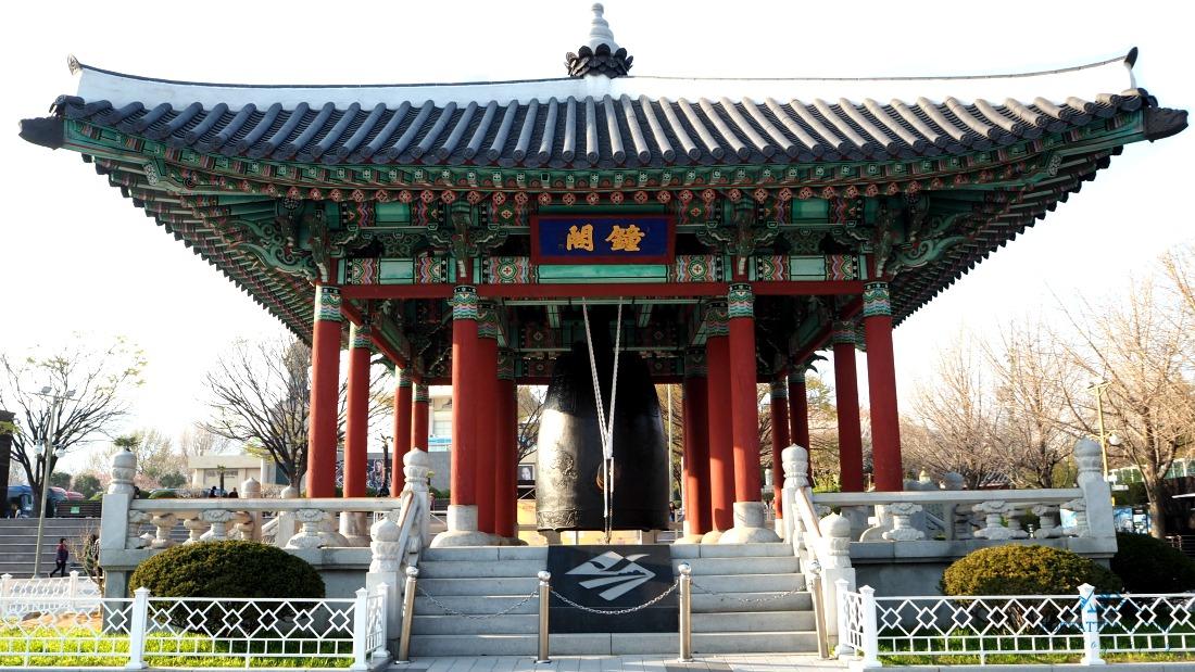 yongdusan-park-and-busan-tower