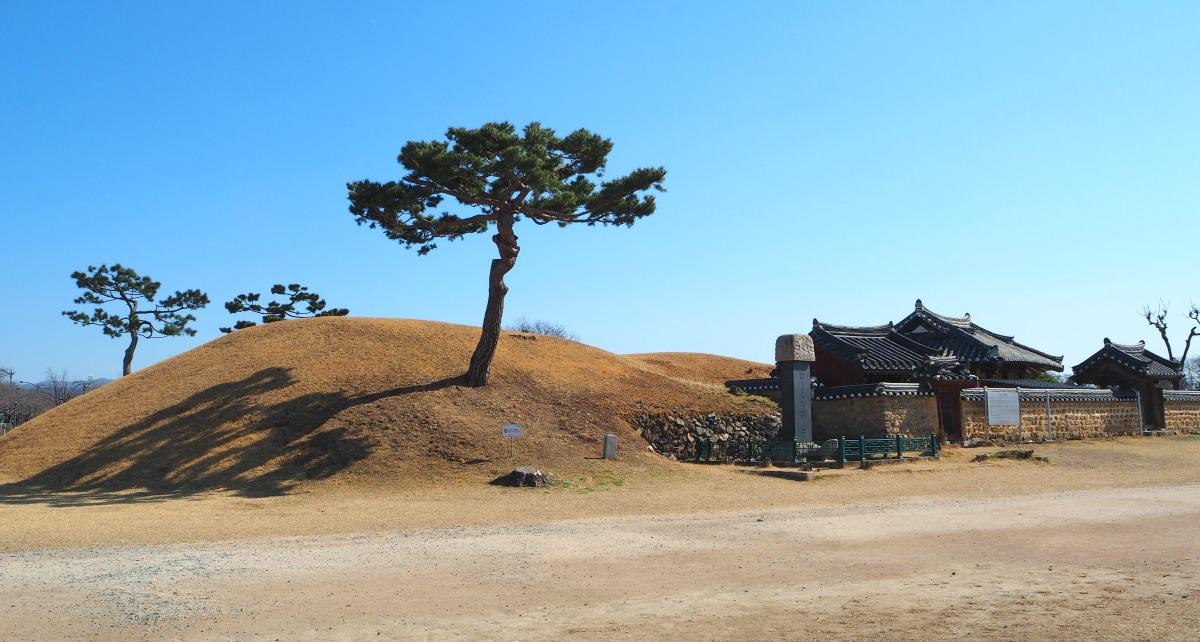 gyeongju-ancient-tomb