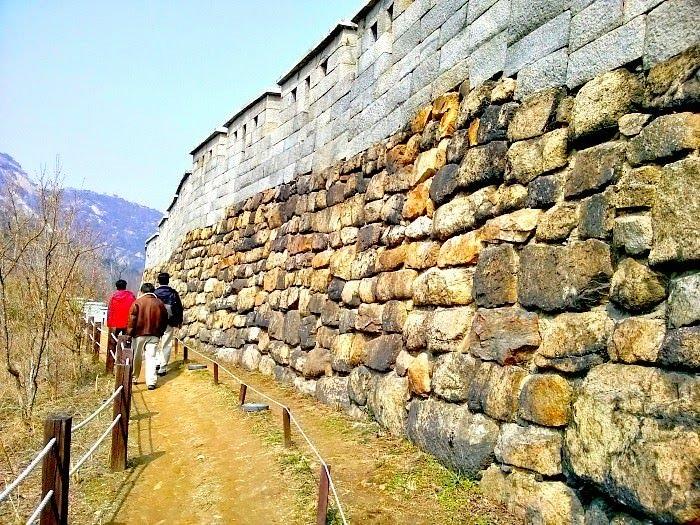 inwangsan-mountain-walls