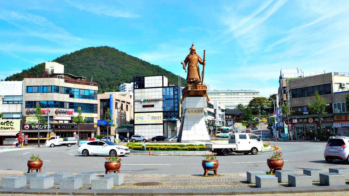 yi-sun-sin-statue-yeosu