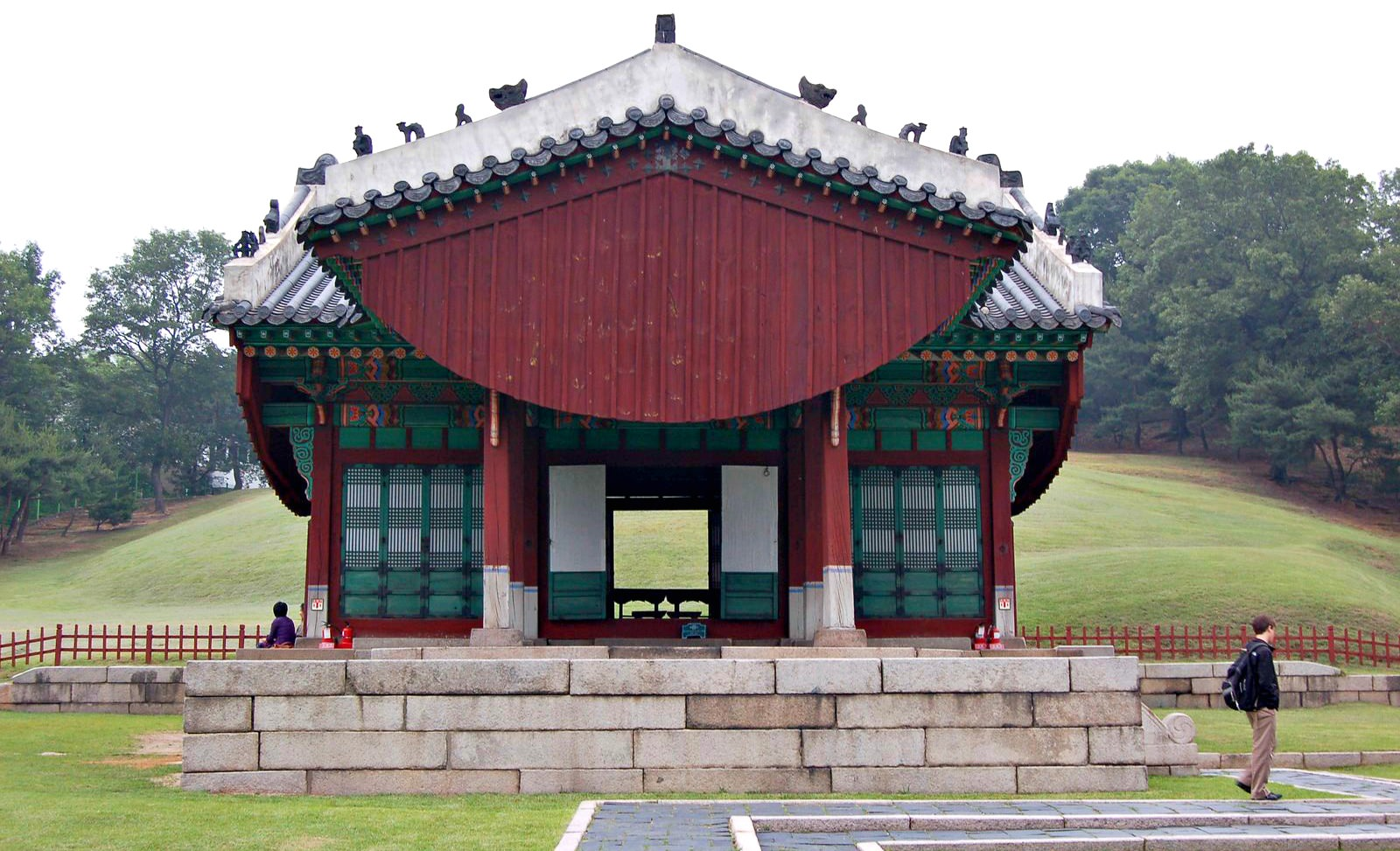 yeonghwiwon-and-sunginwon-tombs