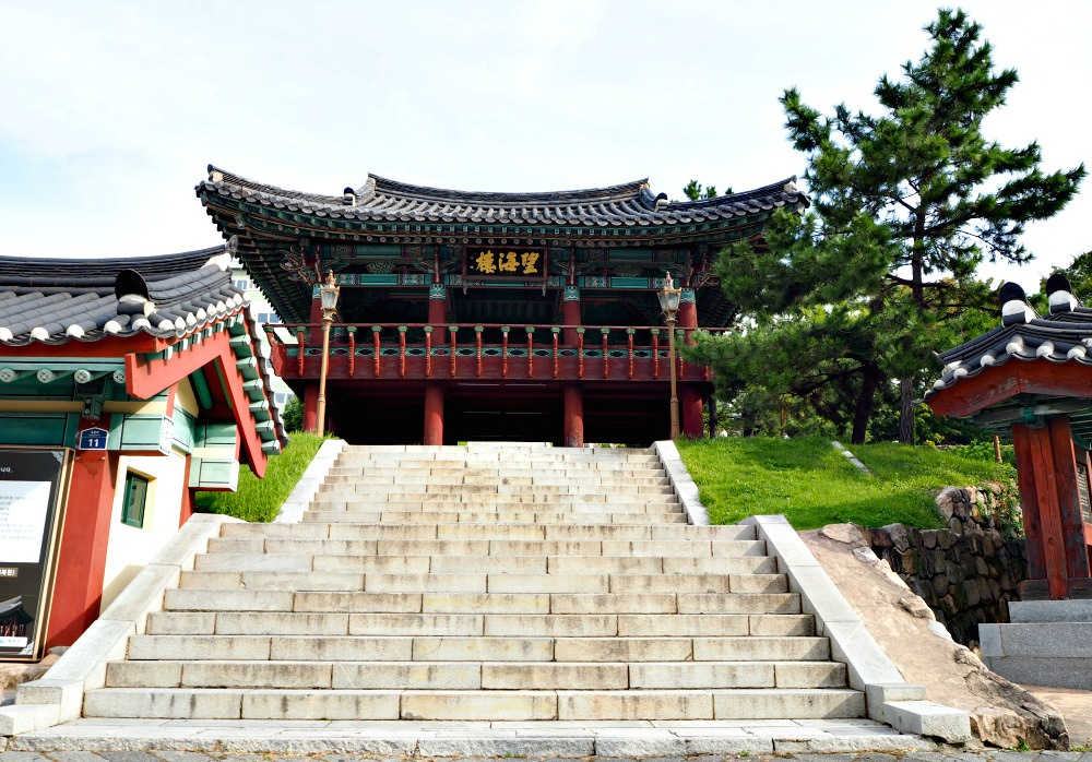 jinnamgwan-entrance-gate