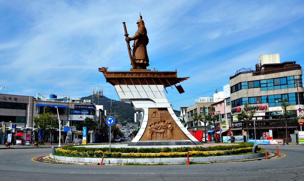 yi-sun-sin-square-statue
