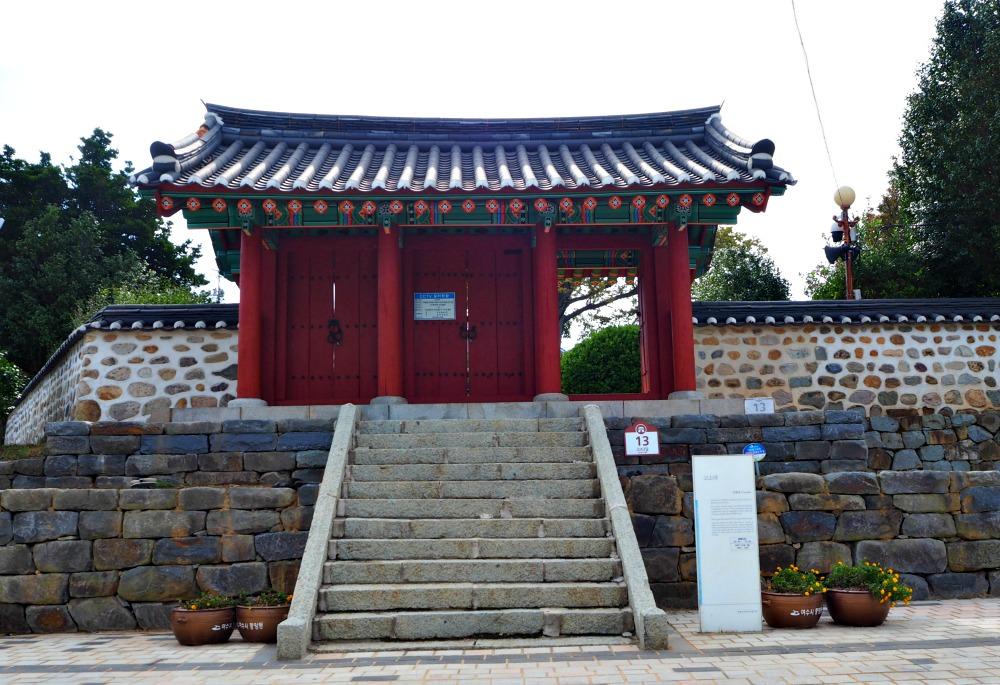 yi-sun-sin-victory-stele-gate